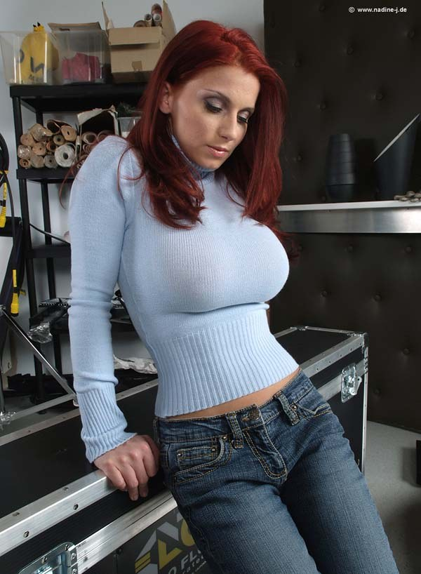 Big Boobs Tight Sweater Nipples - Hot Girls Wallpaper